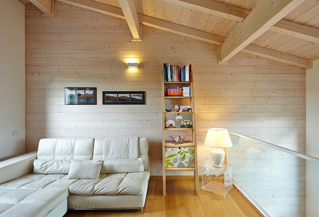 Decorare la casa pareti in legno pietra for Case ristrutturate da architetti foto