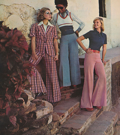 pantaloni a zampa moda anni 70